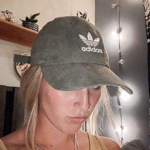 🧢 adidas olive green baseball cap